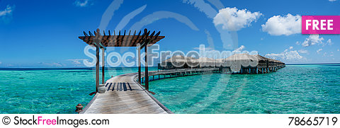 Free Amazing Beautiful Tropical Beach Panorama With Ocean  Water Villas At Maldives Royalty Free Stock Images - 78665719