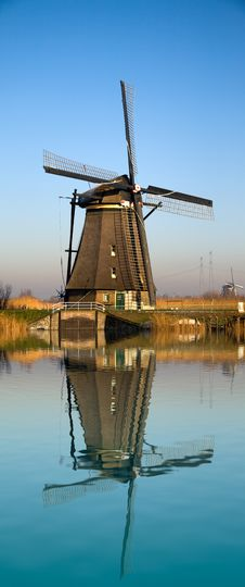 Free Dutch Windmill Reflecting On Water Stock Images - 7870484