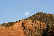 Free Moon Setting Over The Red Mountains Of Sedona Royalty Free Stock Photography - 7875287
