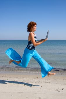 Free Woman Running With Laptop Computer Stock Photos - 7881313