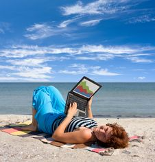 Free Girl Working On Laptop Near Of Sea Royalty Free Stock Image - 7881606