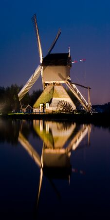 Free Kinderdijk Windmill1 At Night Stock Photos - 7884593