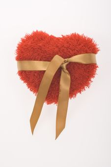 Free Red Fluffy Heart With Golden Ribbon Royalty Free Stock Images - 7886349