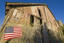 Free American Flag And Decrepit Building Royalty Free Stock Photos - 7889568