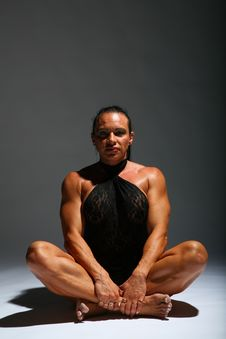Free Sitting Woman Bodybuilder Royalty Free Stock Photography - 7890007