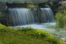 Free Small Waterfall Royalty Free Stock Photos - 7891368