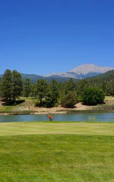 Free Golfer About To Swing On An Arizona Course Royalty Free Stock Images - 7892579
