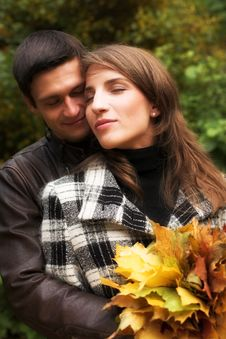 Free Loving Couple In An Autumnal Park Stock Images - 7894174