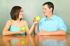 Free Young Adults Caucasian Couple Sharing Green Apple Royalty Free Stock Photography - 7894437