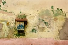 Free Rusty Mailbox On Old Wall Royalty Free Stock Image - 7894726