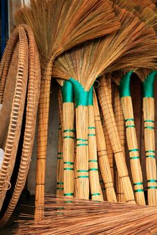 Free Reed Brushes And Dutpans Stock Image - 7895231