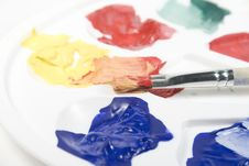 Free Palette With Paints And Paintbrush Royalty Free Stock Photos - 7896868