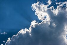 Free Sun S Rays Behind The Cloud Stock Image - 78934681