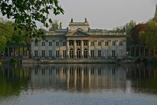Free Palace On The Water Royalty Free Stock Photography - 796107