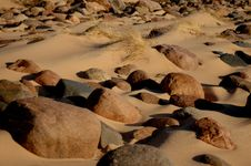 Free Sand Beach With Stones 4642 Royalty Free Stock Photography - 799927