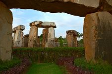 Free Little Stonehenge Royalty Free Stock Photo - 7903385