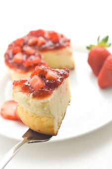 Free Cheesecake With Fresh Strawberries Stock Photos - 7903863