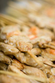 Free Grilled Skewers With Chicken Meat And Scampi Royalty Free Stock Photography - 7908187