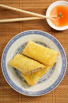 Free Three Spring Rolls With Dip Royalty Free Stock Photography - 7908357