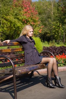Free Attractive Young Woman Sit On The Bench Stock Photos - 7911963