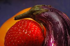 Free Strawberry Eggplant Royalty Free Stock Photography - 7914777