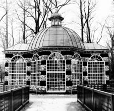Free Rotunda In Black-and-white, Peterhof, Winter Time Royalty Free Stock Images - 7914819
