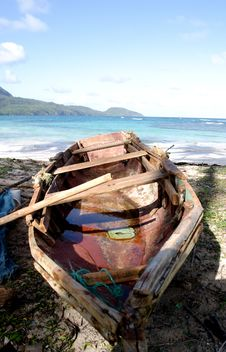 Free Old Boat On Beach Stock Photography - 7919822