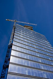 Free Blue Glass Tower With White Crane Royalty Free Stock Photos - 7926988