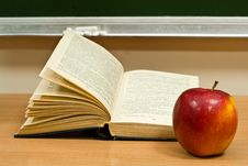 Free Book And Red Apple Stock Image - 7930451