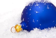 Free Christmas Balls With Snow Royalty Free Stock Photos - 7930648