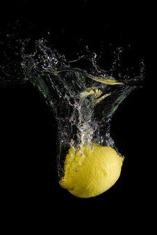 Free Splashing Lemon Royalty Free Stock Image - 7939006