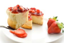 Free Cheesecake With Fresh Strawberries Royalty Free Stock Photos - 7947848