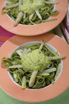 Green Noodles With White Asparagus And Sauce Royalty Free Stock Photos
