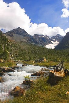 Free Stream Between The Mountains Royalty Free Stock Photography - 7950817