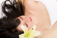 Free Lovely Spa Brunette Royalty Free Stock Photography - 7952077
