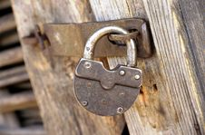Free Metal Lock On Wooden Door Royalty Free Stock Image - 7952296