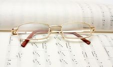 Free Glasses On Book Of Notes Royalty Free Stock Photos - 7957278