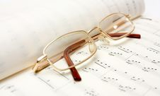 Free Glasses On Book Of Notes Stock Images - 7957464