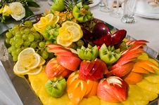 Free Dish With A Fruit Dessert. Royalty Free Stock Images - 7958259
