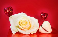 Free Passionate Love - White Rose And Hearts Over Red Royalty Free Stock Images - 7958919