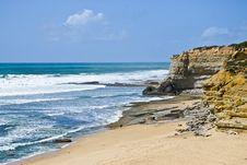 Free Deserted Beach Near The Rocks Royalty Free Stock Photos - 7968128