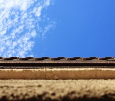 Free Textured Wall And Sky Royalty Free Stock Photography - 7971627