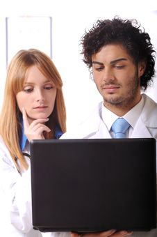 Free Young Doctors Use Laptop Stock Images - 7975034