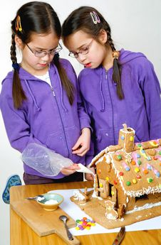 Free Twins Decorating Royalty Free Stock Photos - 7976158
