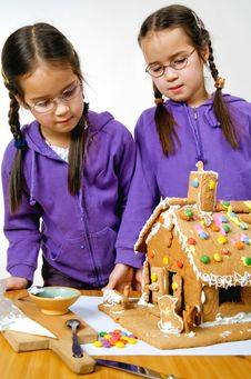 Free Twins Decorating Royalty Free Stock Photography - 7976177