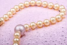 Free Pearls On Pink Royalty Free Stock Image - 7977836