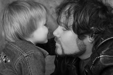 Free A Kiss For Daddy Royalty Free Stock Photos - 7983318