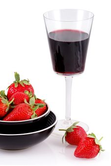 Free Red Wine And Strawberries. Royalty Free Stock Image - 7983586