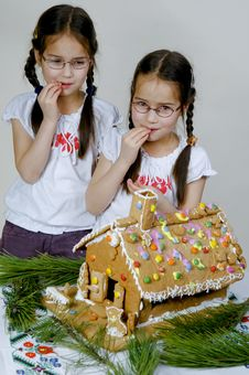 Free Twins Decorating Royalty Free Stock Photography - 7989957