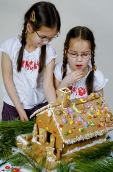 Free Twins Decorating Stock Images - 7989984